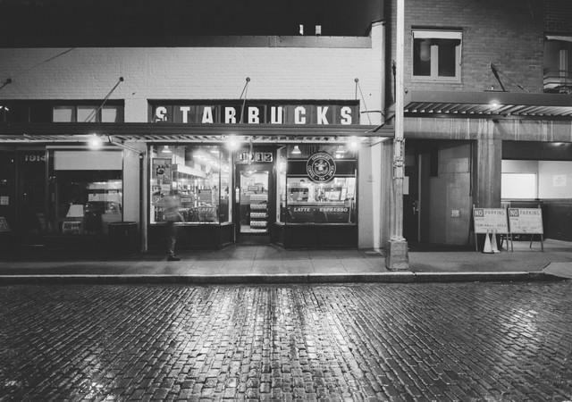 Cửa hàng Starbucks đầu tiên tại Seattle.