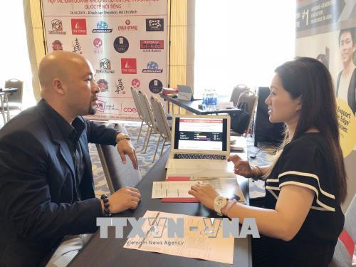 Trong ảnh: Các doanh nghiệp nội địa tìm kiếm cơ hội nhượng quyền thương hiệu quốc tế. Ảnh: Mỹ Phương - TTXVN