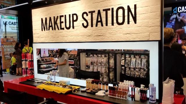 Watson-VN-makeup-station