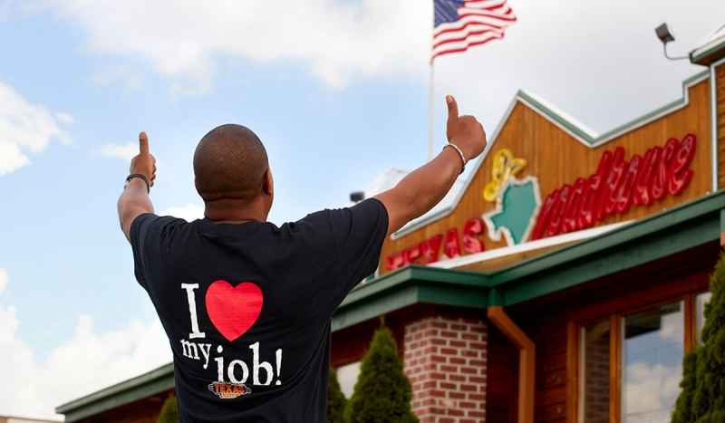 """TEXAS ROADHOUSE Texas Roadhouse trains new hires in groups of three to four people, sets clear expectations, and tries to """"focus on being a family."""""""